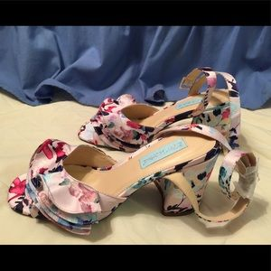 Betsey Johnson floral tier open wrap chunky heels